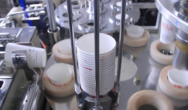 Упаковщик пластиковых и бумажных стаканчиков